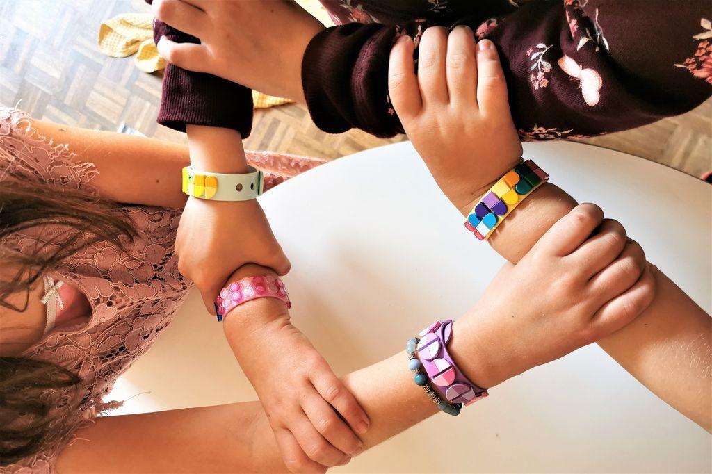 Review & ervaringen met Lego DOTS armbanden maken - Mamaliefde.nl