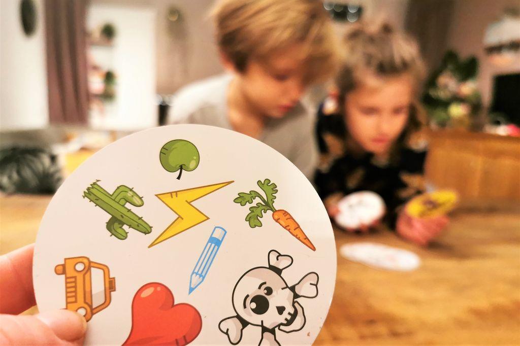 Review Dobble; het spelletje dat je altijd en overal kan spelen! - Mamaliefde.nl