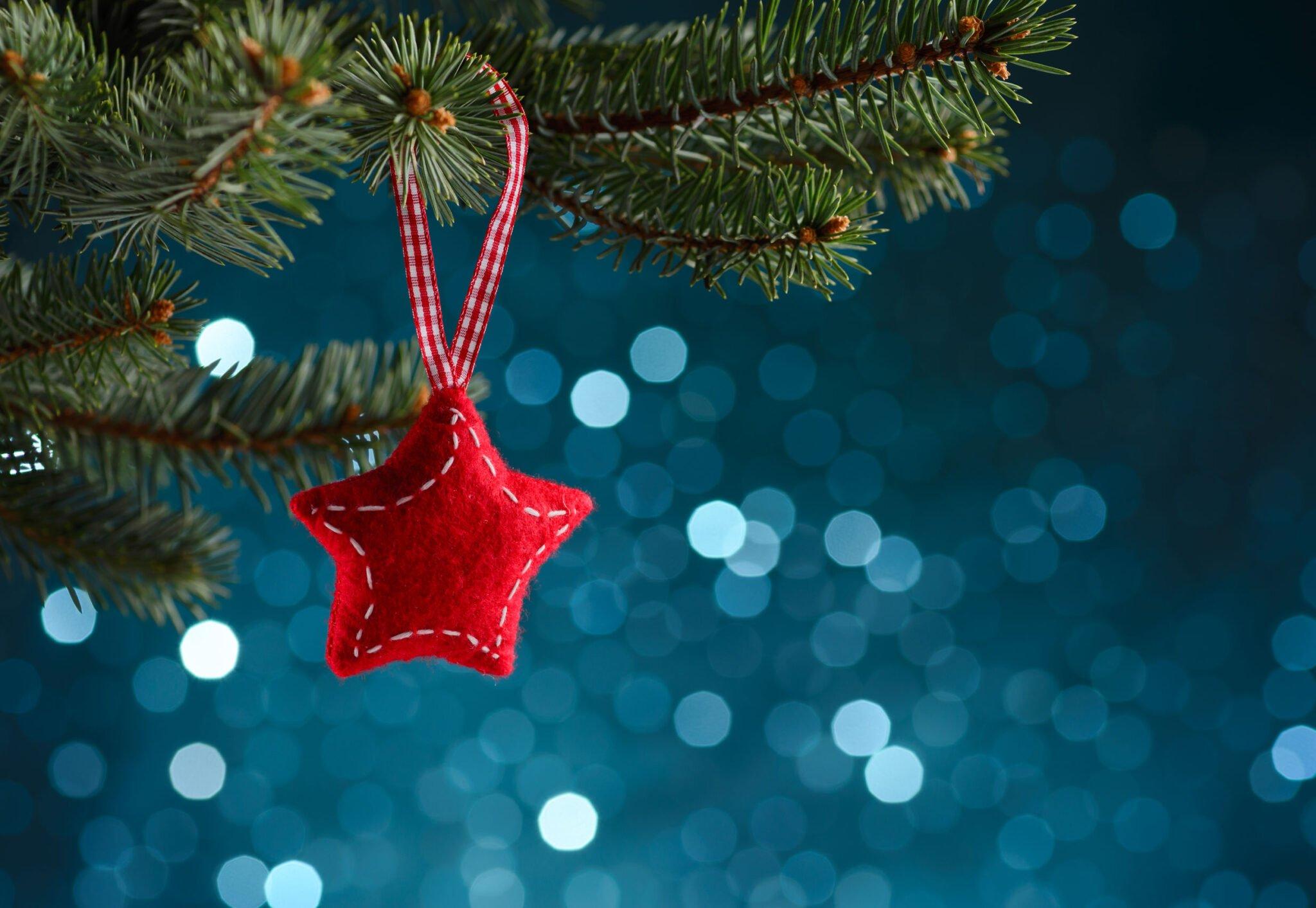 Kerstballen maken / knutselen met kind; originele ideeën oa van papier en piepschuim of versieren - Mamaliefde.nl
