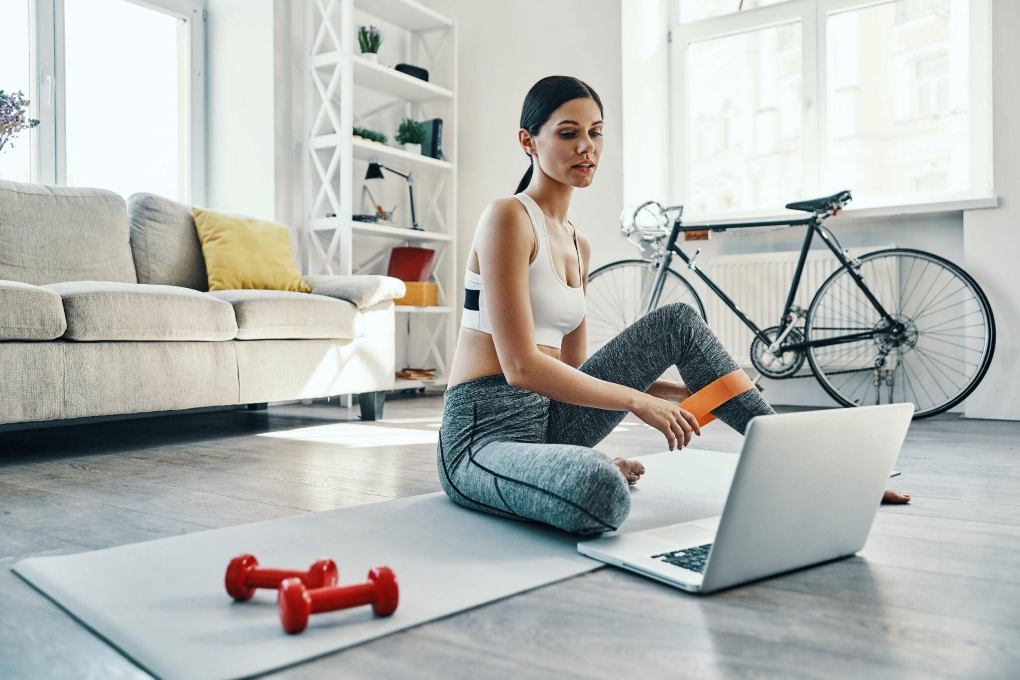 Thuis sporten; tips voor full body home work out oefeningen ook voor vrouwen en beginners - Mamaliefde.nl