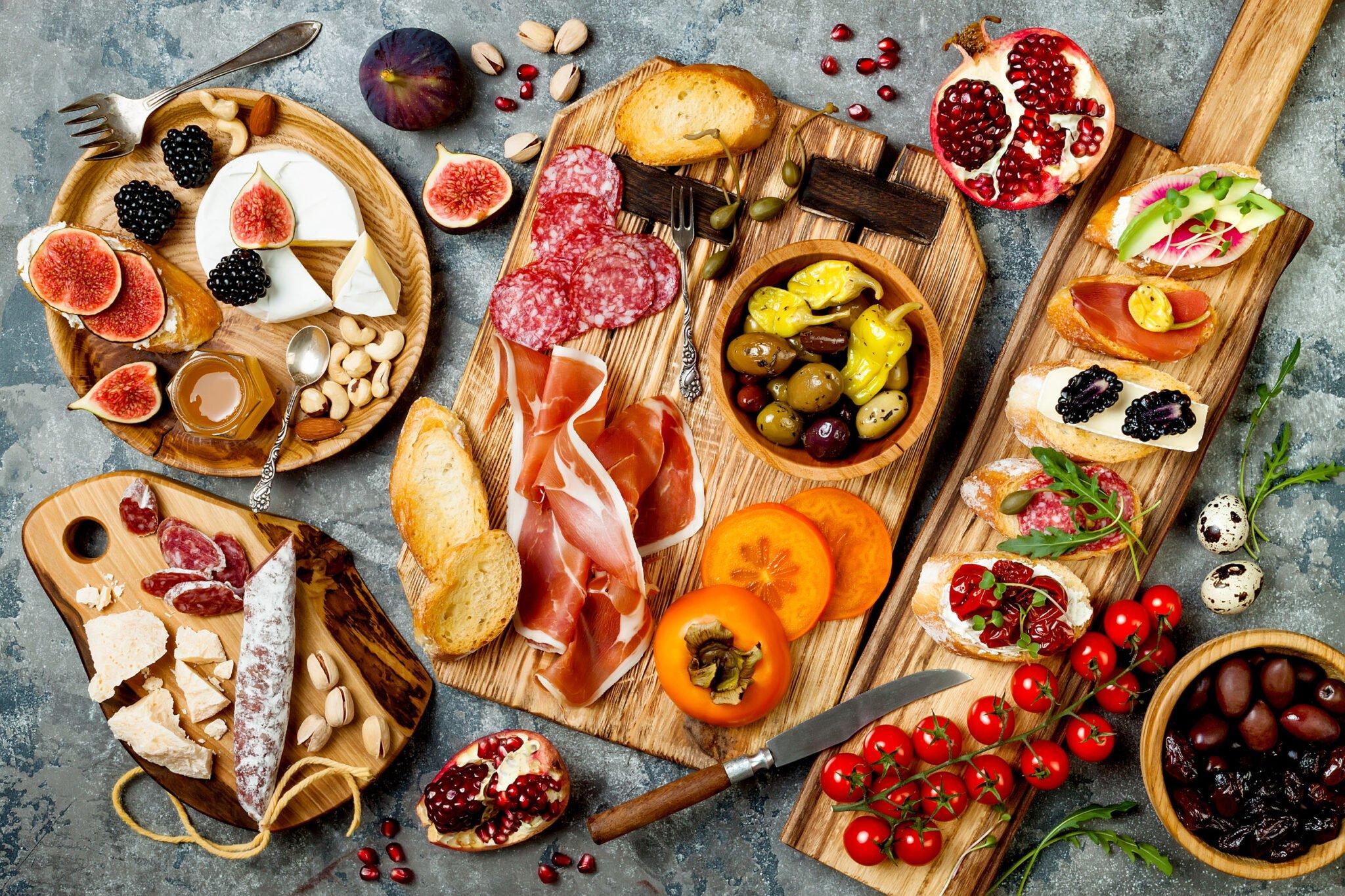 Borrelplank ideeën en tips met hapjes en charcuterie; met kaas, worst, vis, vegetarisch of in thema. - Mamaliefde.nl