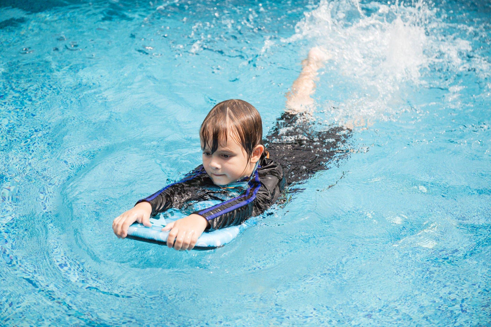 Kind ziek na zwemmen? Let op deze symptomen! - Mamaliefde.nl
