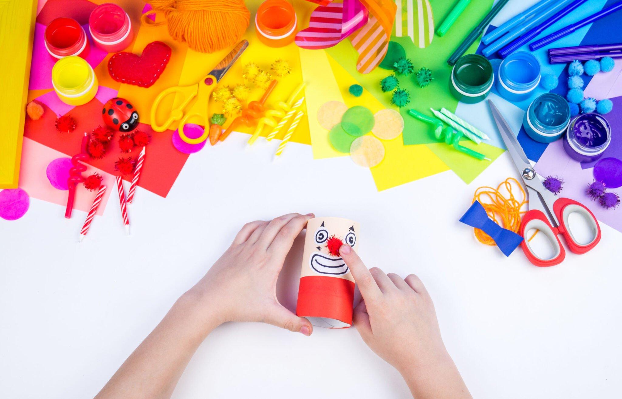 Carnaval knutselen; 12 voorbeelden, ideeën en kleurplaten - Mamaliefde.nl