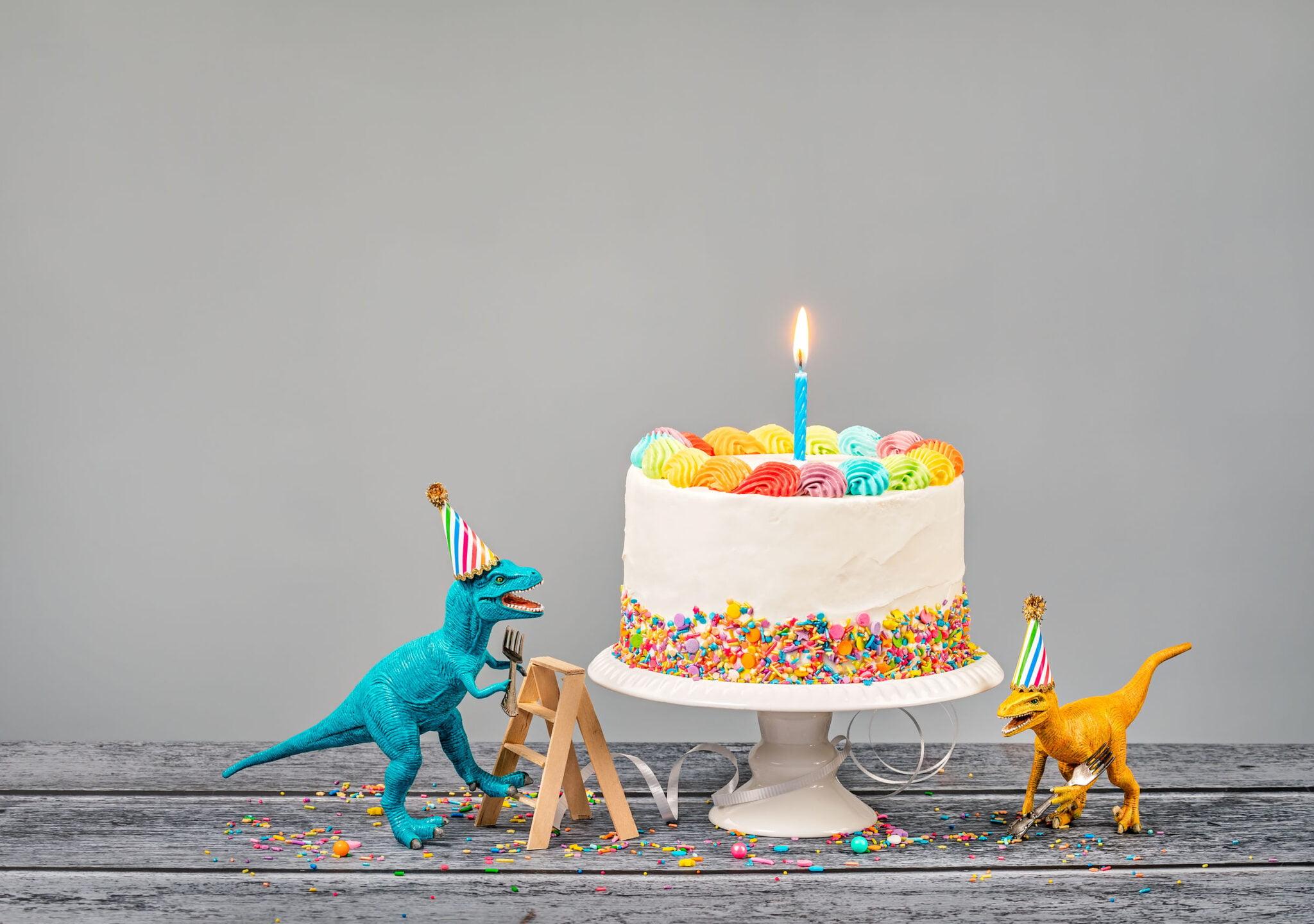 Dino kinderfeestje organiseren; tips en ideeën van uitnodiging tot spelletjes en programma - Mamaliefde.nl