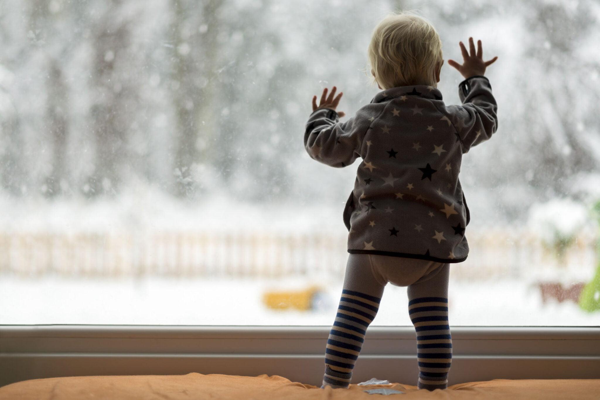 Binnen spelen met sneeuw; 9 tips en ideeën zoals verven en sneeuwpop maken - Mamaliefde.nl